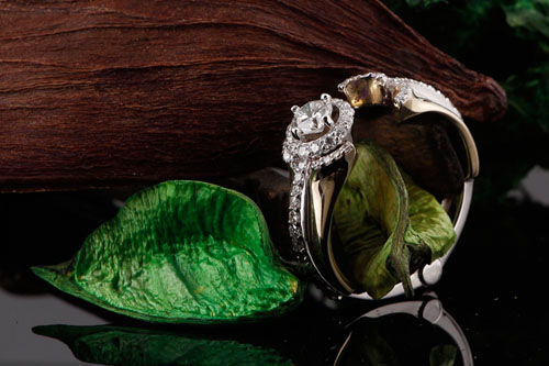 Custom Jewelry: An Engagement Ring with a Special Hinge Feature