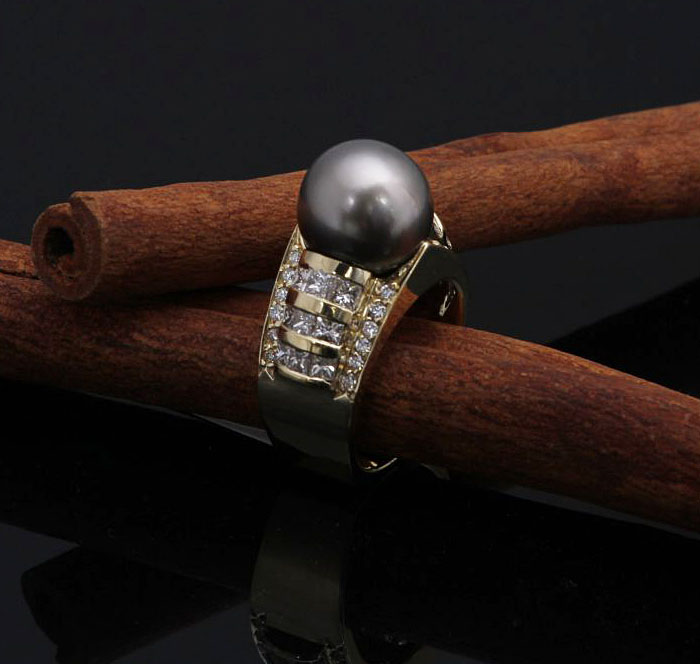 Black Tahitian Pearl & Diamond Ring