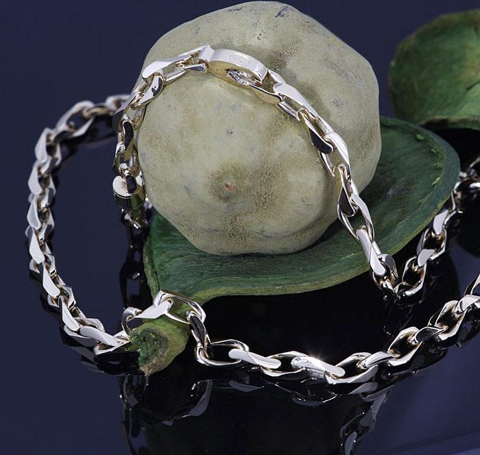 Twist Link Chain Necklace